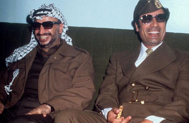 Arafat junto a Muhammar Ghadaffi en 1977